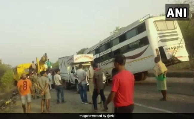 11 Killed, 25 Injured After Bus Rams Into Truck In Jharkhand