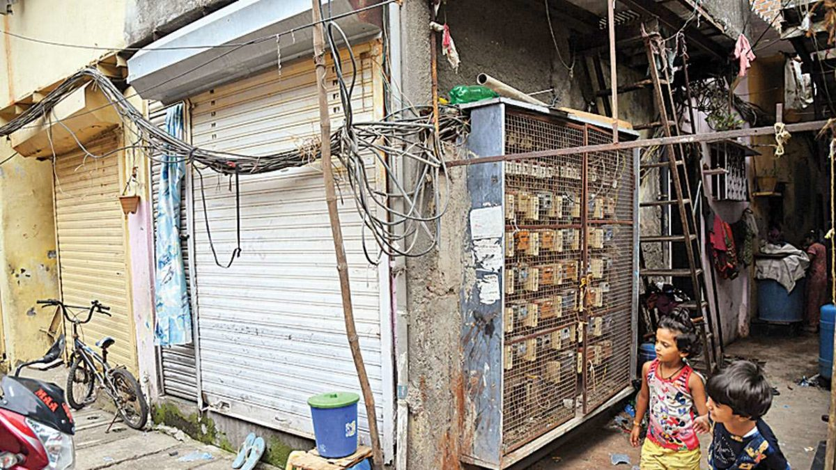 DNA SPECIAL: With wires dangling, danger lurks in Kandivali' Bihari Tekdi
